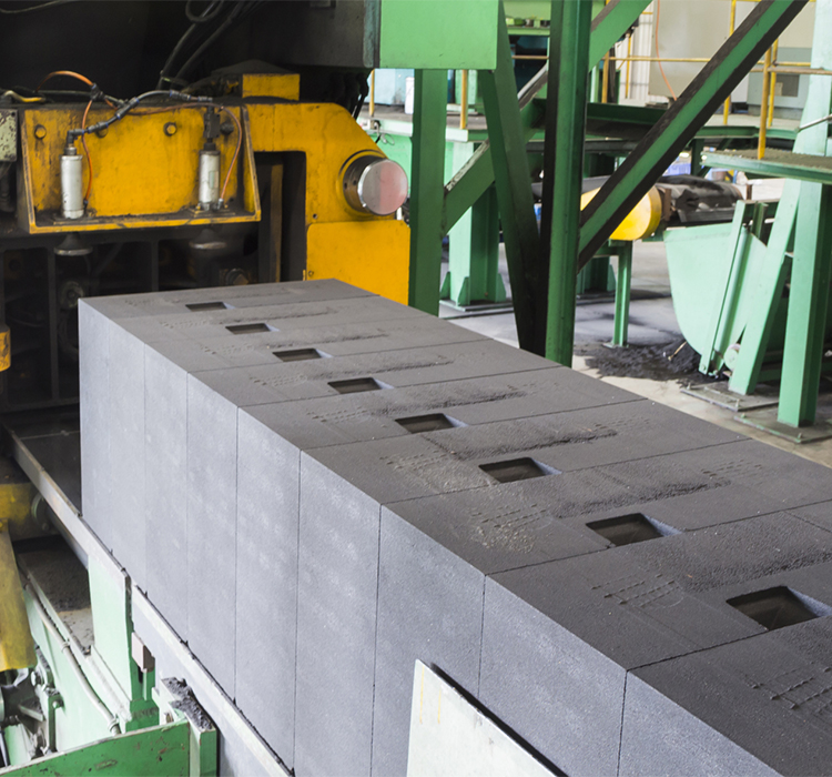 GREEN SAND MOLD IN IRON CASTINGS LINE