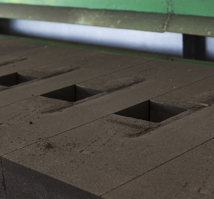 IRON CASTINGS GREEN SAND MOLD LINE